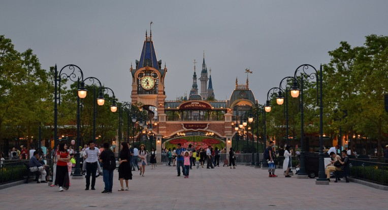 The latest Disneyland park opened in Shanghai in June 2016. Image: https://commons.wikimedia.org/wiki/File:Shanghai_Disneyland_Park_Main_Entry.jpg